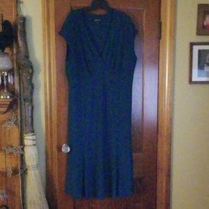 Beautiful and flattering dress